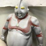【画像】太ったウルトラマンこと「デブトラマン」 倉庫から発掘されるwwwwwww