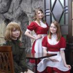 【画像】全員ロシア美女のメイドカフェが本日開店!レベルの高さが異常wwwwwwww