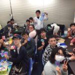 【画像】カードゲームショップのオタクの集合写真、メチャ楽しそうwwwwwwww