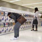 カプセル玩具、空港で人気「出国時余った小銭で」-訪日外国人狙い大当たり!