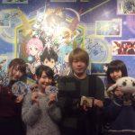 【朗報】ぼっち声優の松岡禎丞くんが美女3人に囲まれて幸せそうな件wwwwwwww